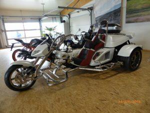 BOOM 2000CC  オートマチックトランスミッション 二人乗り   普通自動車免許 側車付きオートバイに登録